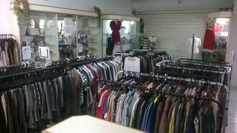 4fb18c293 Vendo 650 peças de roupas e acessórios para abastecer seu bazar / brecho .